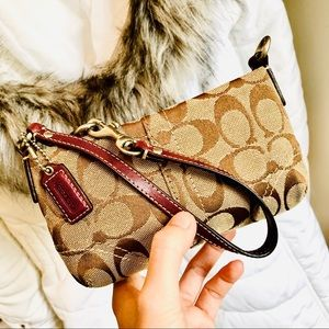 COACH⚡️Authentic Classic Signature Wristlet/Clutch